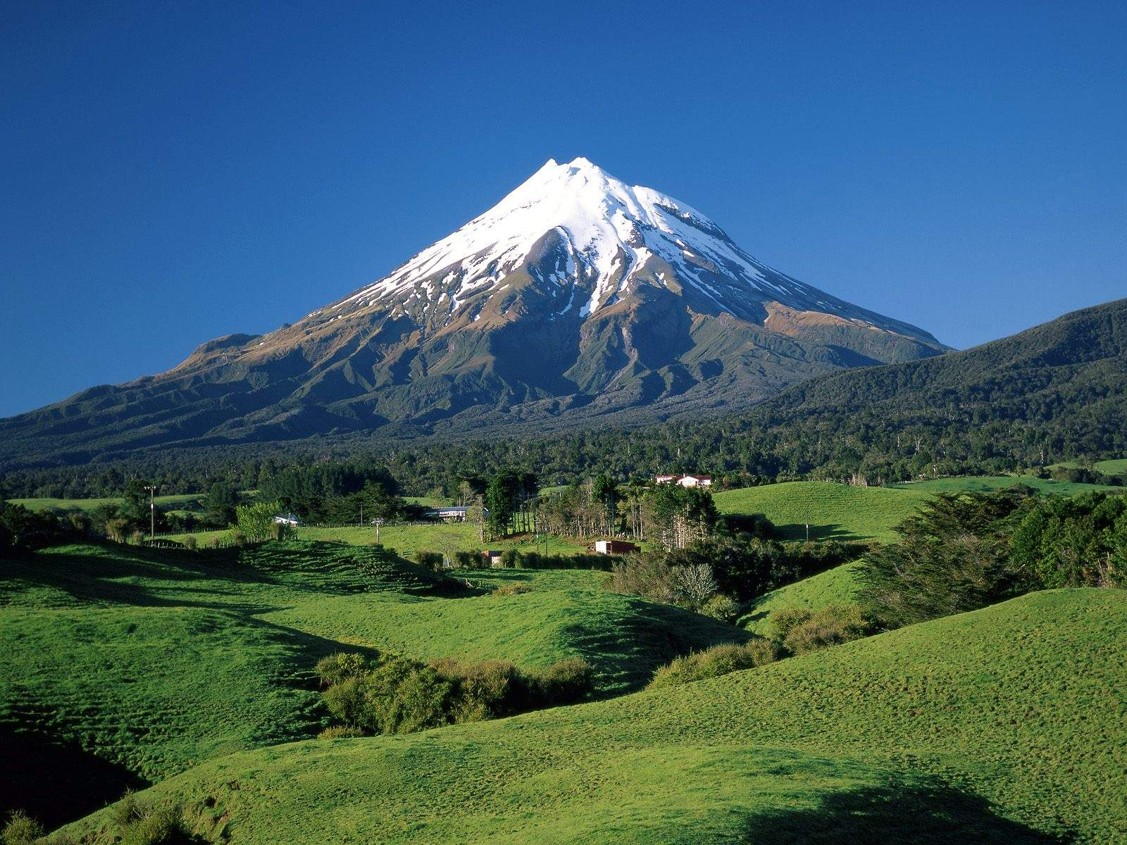 taranaki_mountain_new_zeland