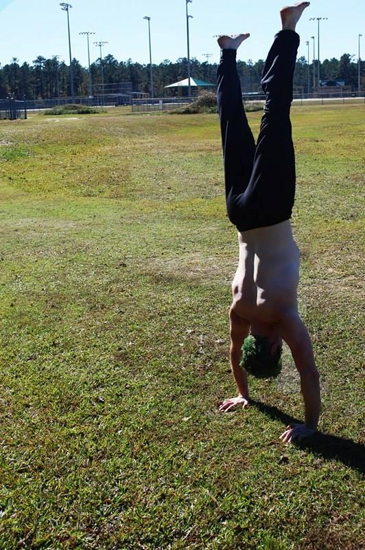 Zoro Handstand